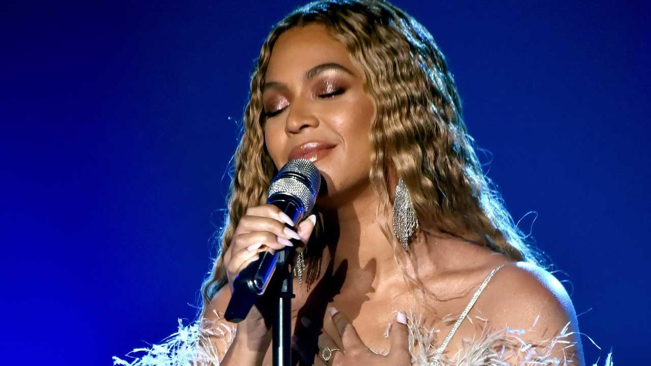 Beyoncé Posts Adorable Rare Pics Of Twins Rumi And Sir - Check Them Out!
