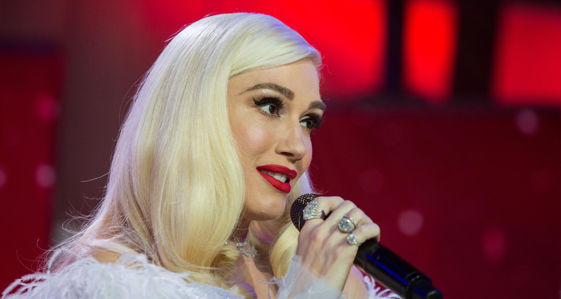 Gwen Stefani Exposes Herself After Forgetting Her Own Song's Lyrics In Hilarious Viral Video - 'Come On You Gotta Help Me'