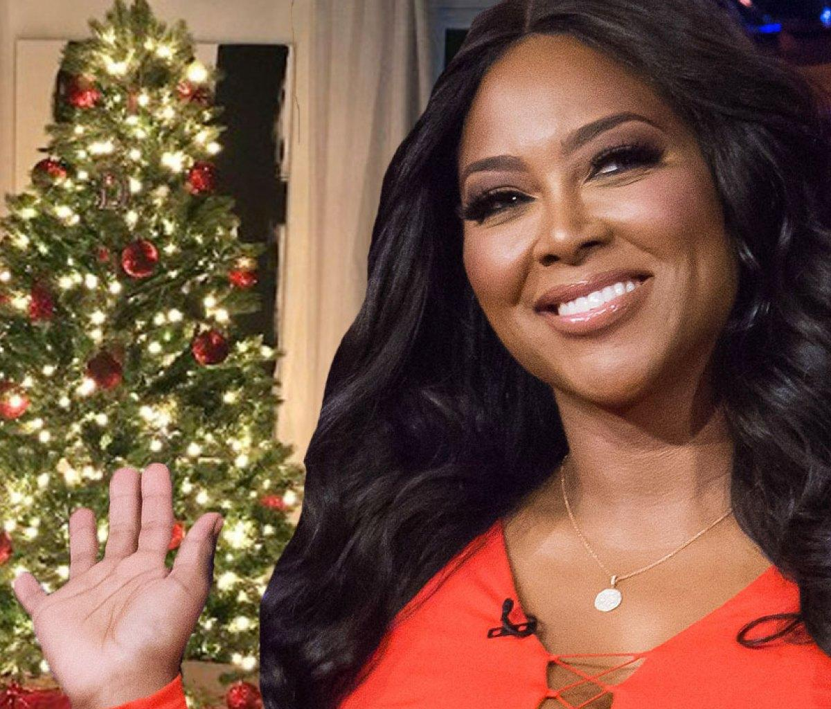 Kenya Moore Shares A New Photo With Marc Daly And Their Baby Girl, Brooklyn And Fans Are In Awe