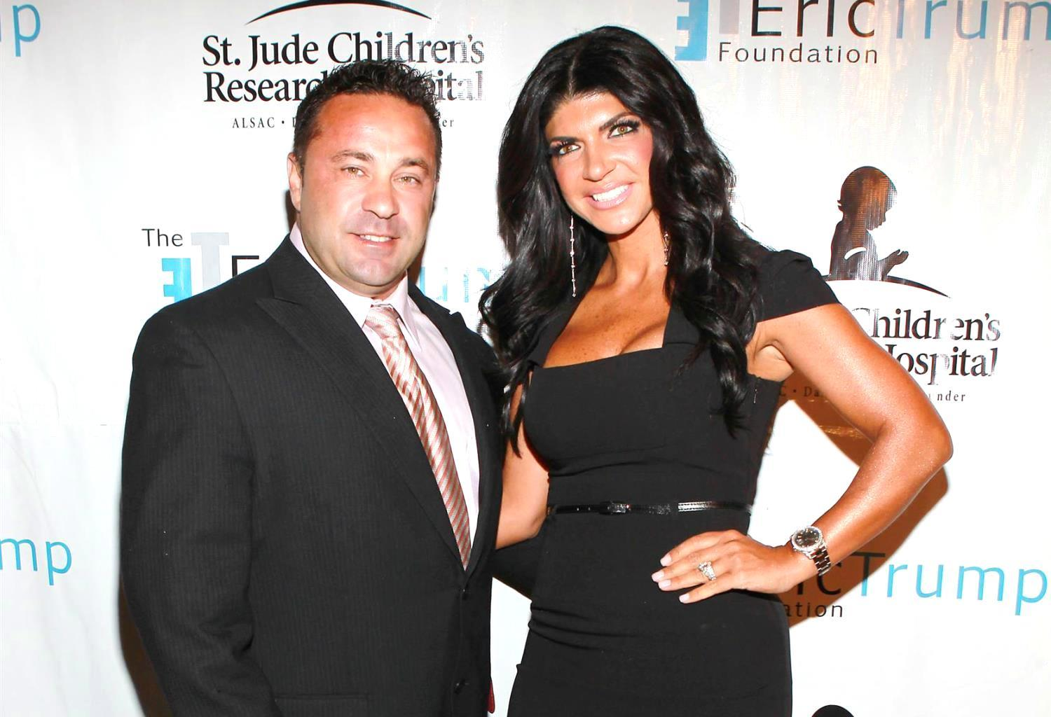 Teresa Giudice Not Wearing Her Wedding Ring While Joe's Still In Prison - Check Out The Pic!