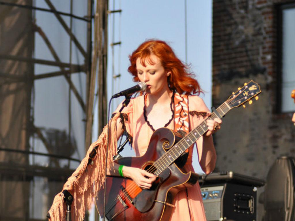 """Model Karen Elson Admits She Had """"Traumatizing Experience"""" With Ryan Adams As Misconduct Claims Against Singer Grow"""