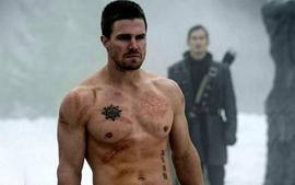 Stephen Amell Leaving Arrow? The Next Arrowverse Crossover Could Set Up Life Without Oliver Queen
