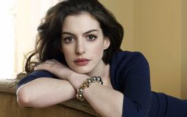 Anne Hathaway Says She Became 'Really Sick' After Dropping 25 Pounds For Her Role In 'Les Miserables'