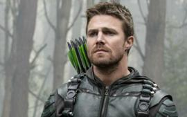 Arrow Star Stephen Amell Gets Emotional Revealing Season 8 Will Be The Last