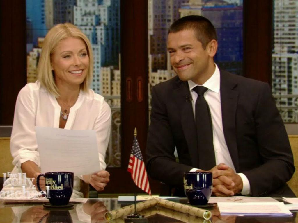 """Kelly Ripa Has The Best Comeback To Daughter Lola After Teen Is """"Grossed Out"""" By Parents Sexy Throwback Photo"""