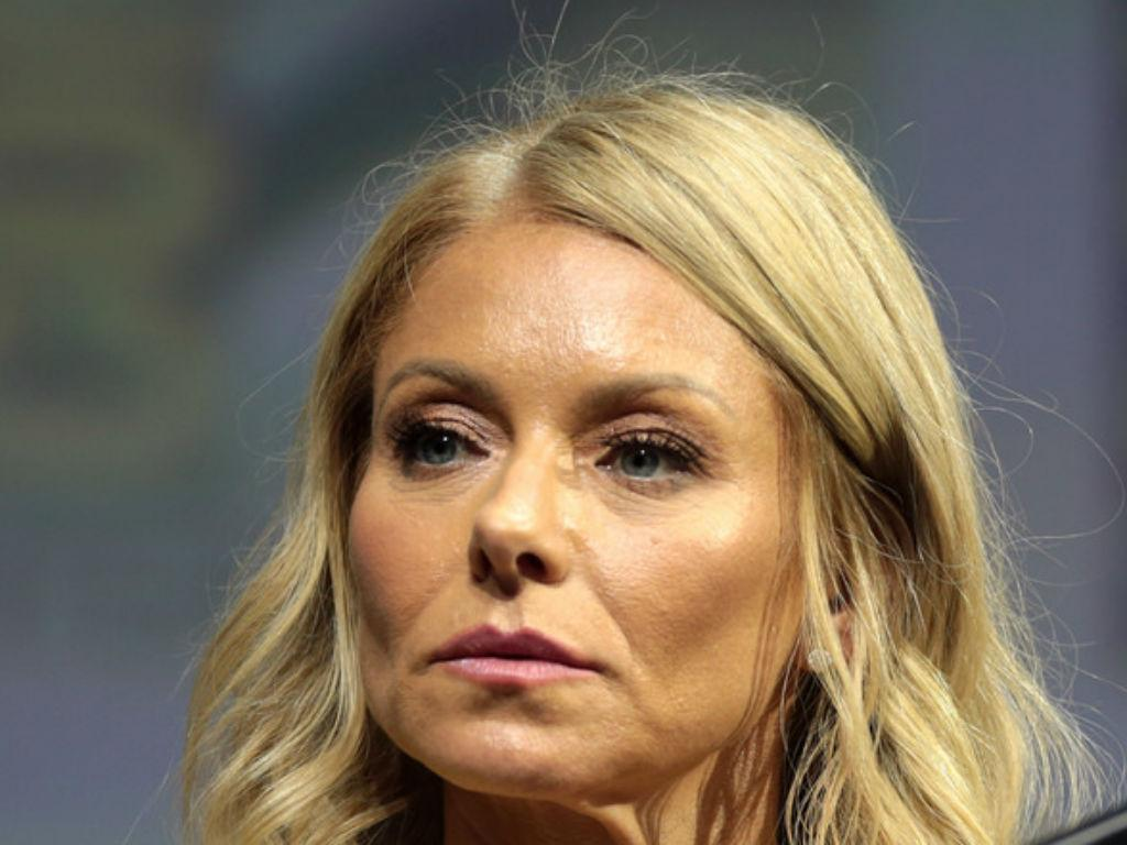 Kelly Ripa Outraged By College Admissions Scandal Involving Felicity Huffman And Lori Loughlin