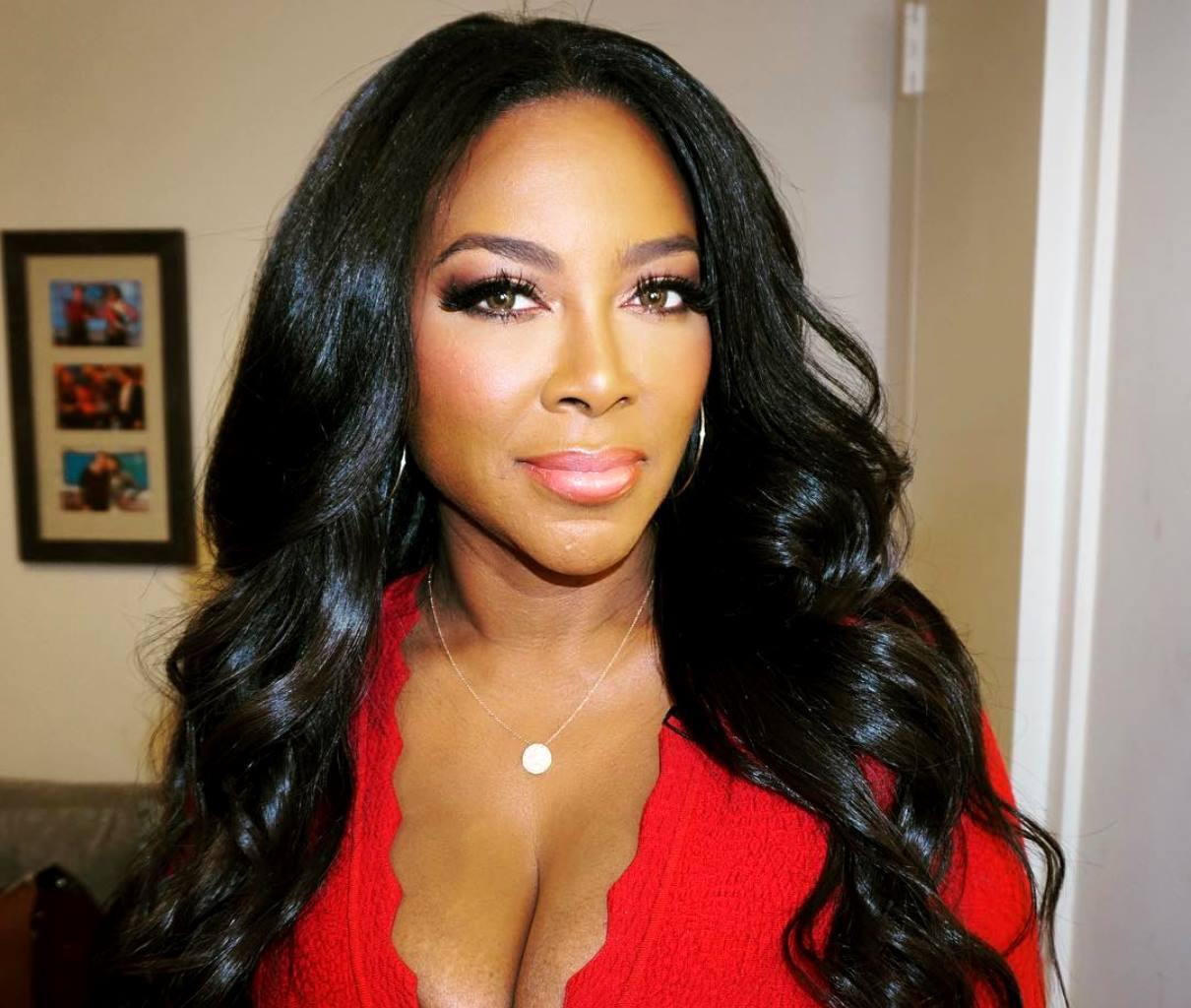Kenya Moore's Fans Debate Whether She Should Go Back To RHOA Or Keep Herself For Something More Appropriate For Her 'Class, Talent, And Stature'