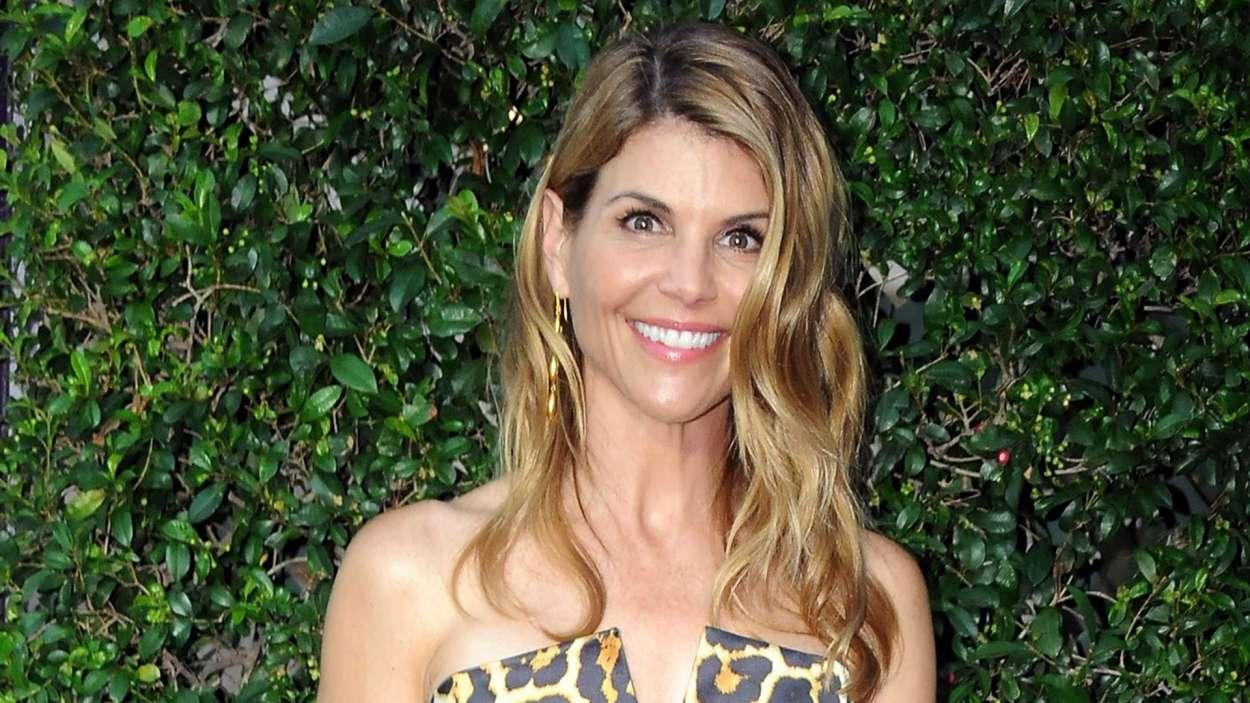 """Lori Loughlin """"Struggling Terribly"""" Amid College Admissions Scandal"""