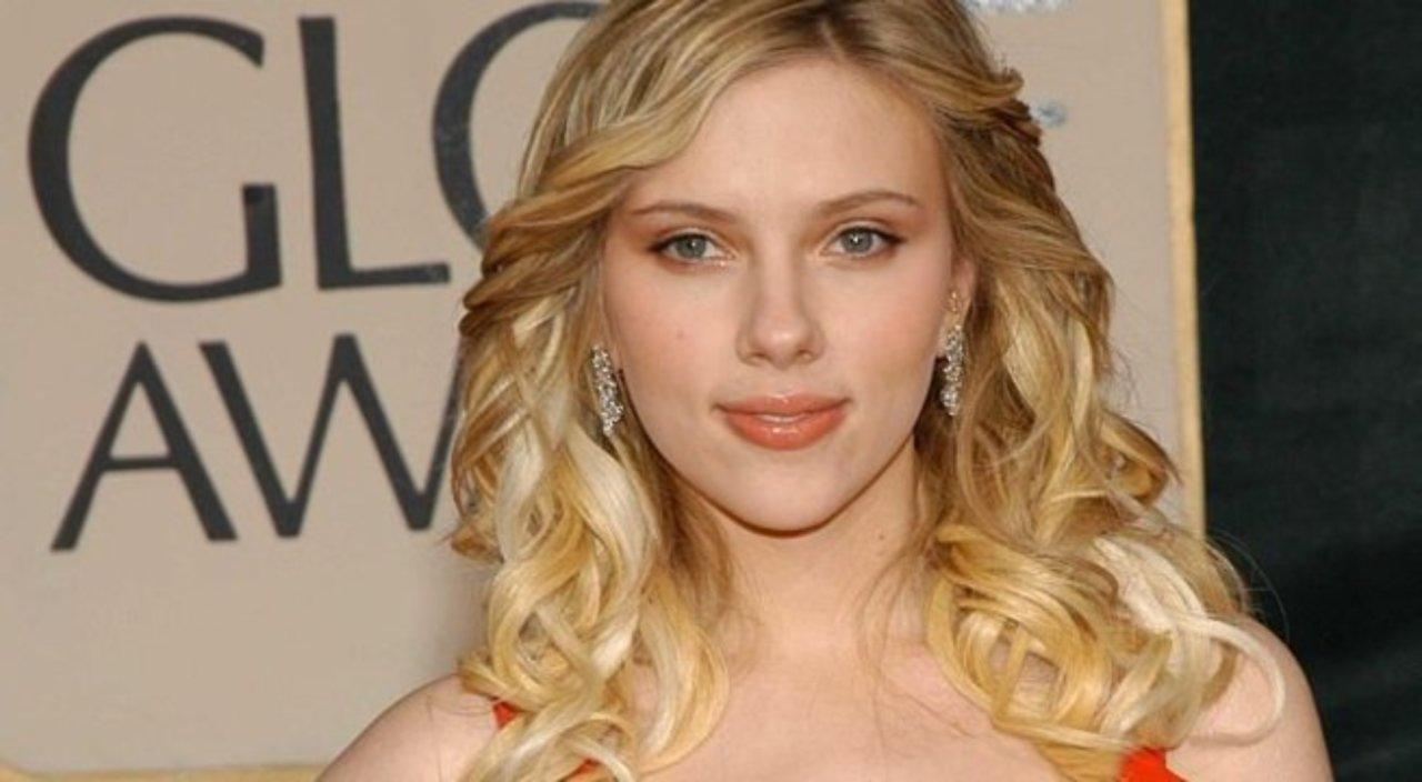 Scarlett Johansson Reveals Which Co-Star She'd Gladly Kiss One More Time!