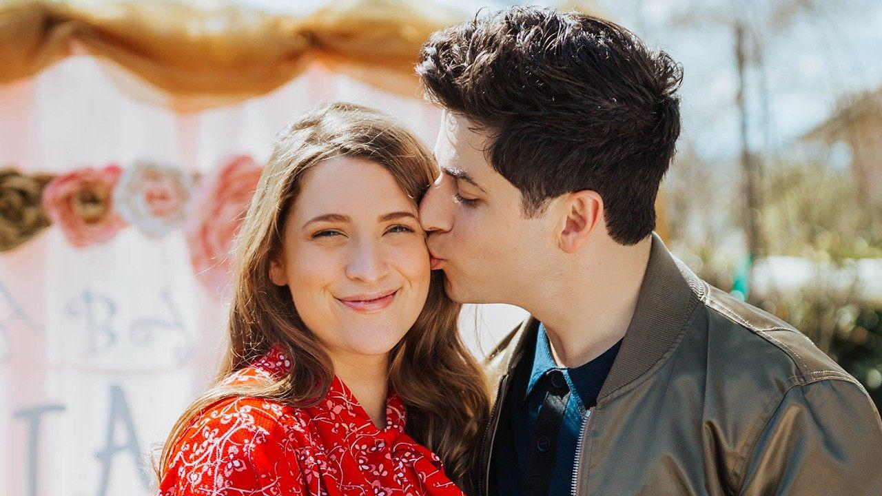 David Henrie And His Pregnant Wife Reveal Their Child's Name!