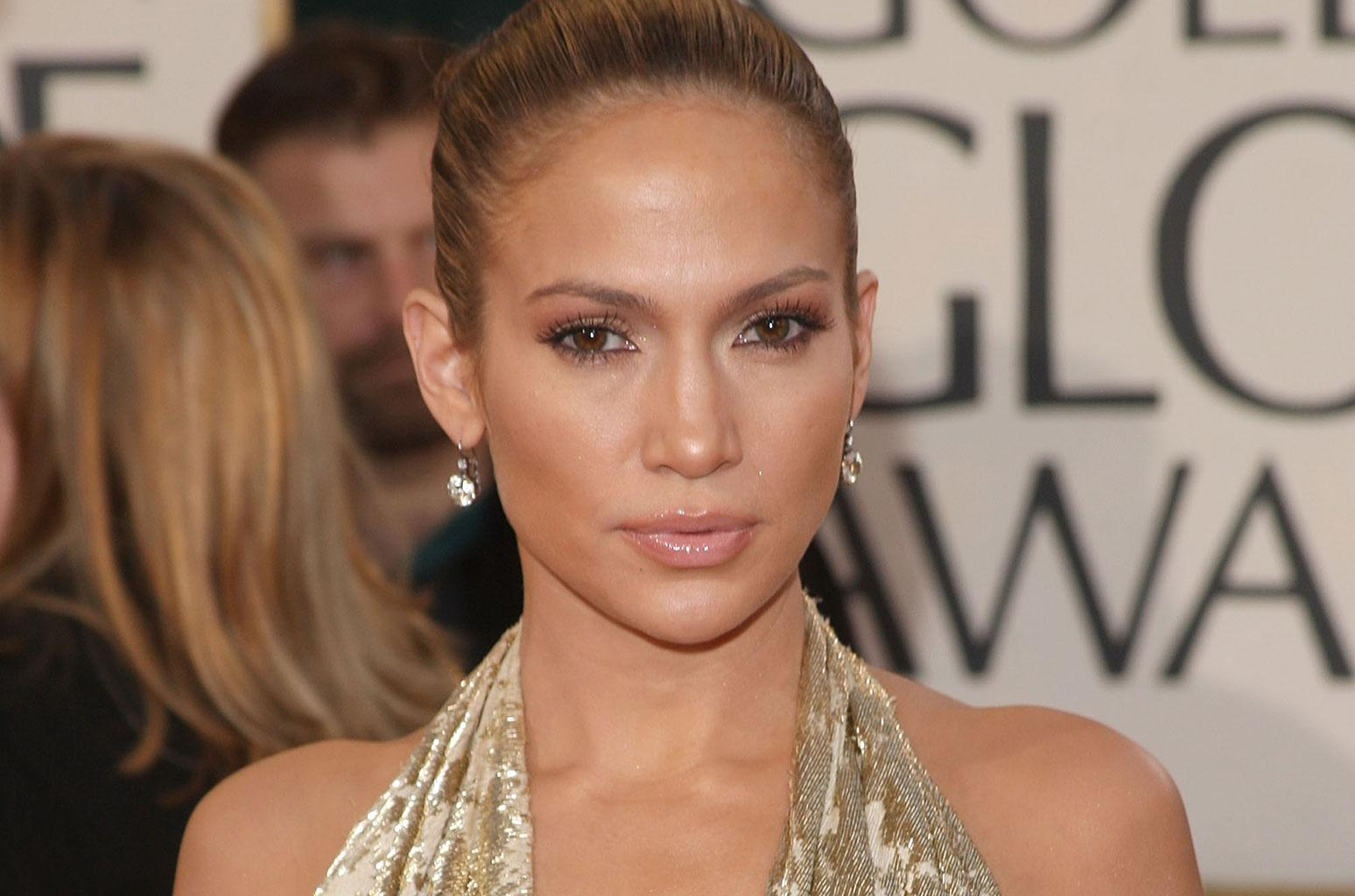 Jennifer Lopez Shows Off Her Unbelievable Abs In Barely There Pink Bathing Suit