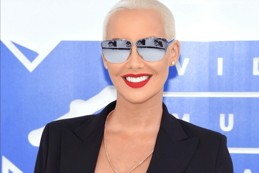 Amber Rose Is Pregnant And Showing Off Her Baby Bump