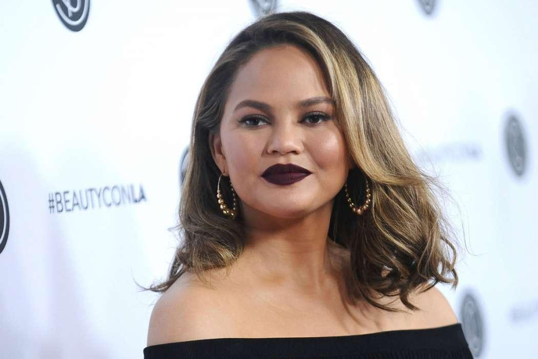 """Chrissy Teigen Not Allowed To Watch """"Game Of Thrones"""" Because Mike Rosenthal Says She Talks Too Much!"""