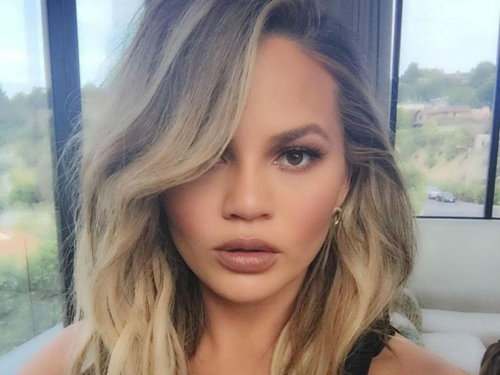"""Chrissy Teigen Has Best Response To Troll Who Called Her """"Chubby"""""""