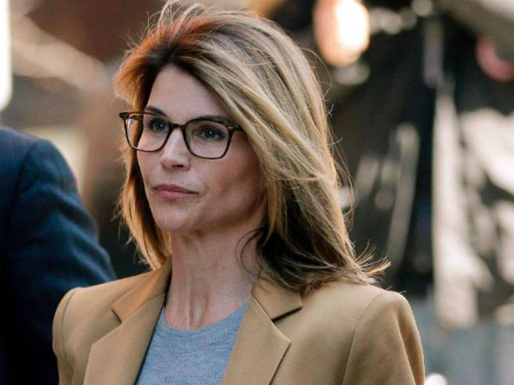 Lori Loughlin Reportedly Freaking Out About Jail Time Regrets Not Talking Plea Deal