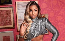 Ashanti And Her Sister, Kenashia 'Shia' Douglas, Perform For Their Weeping Mother, Tina, In Video That Has Fans Asking, Why Are There Two Ashantis On Stage?