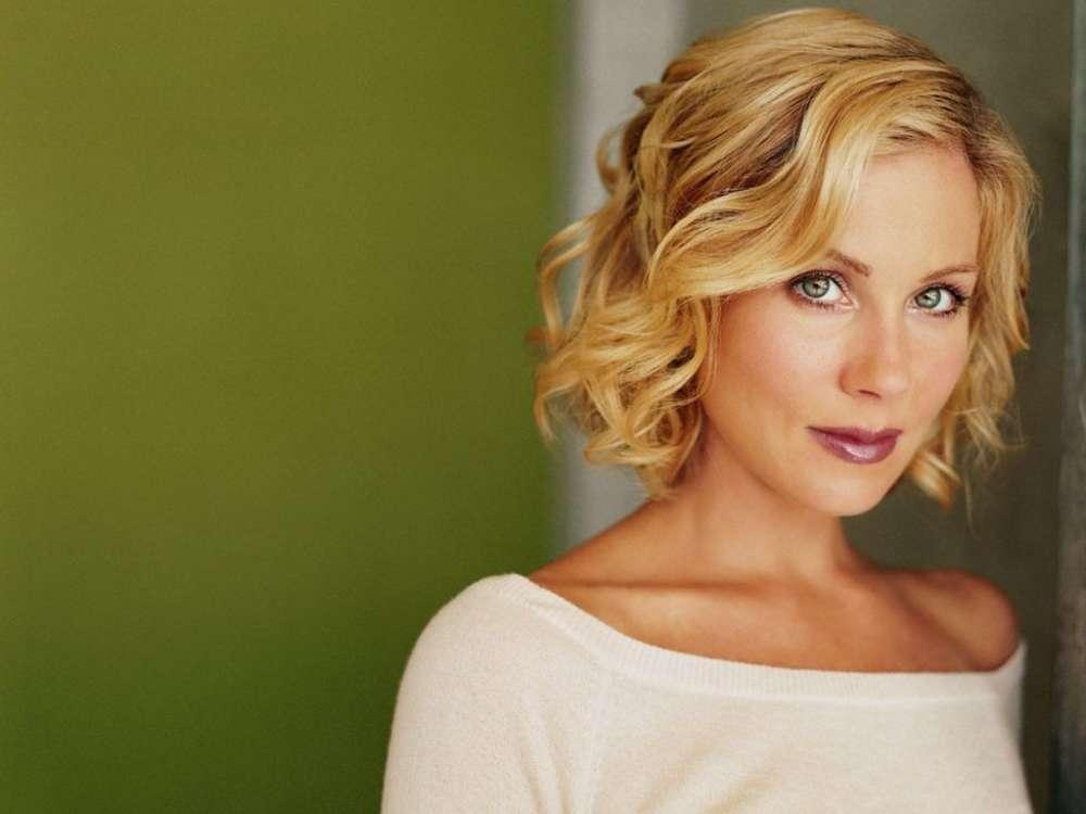 """Christina Applegate Reveals She Needed Therapy After Filming """"Dead To Me"""""""