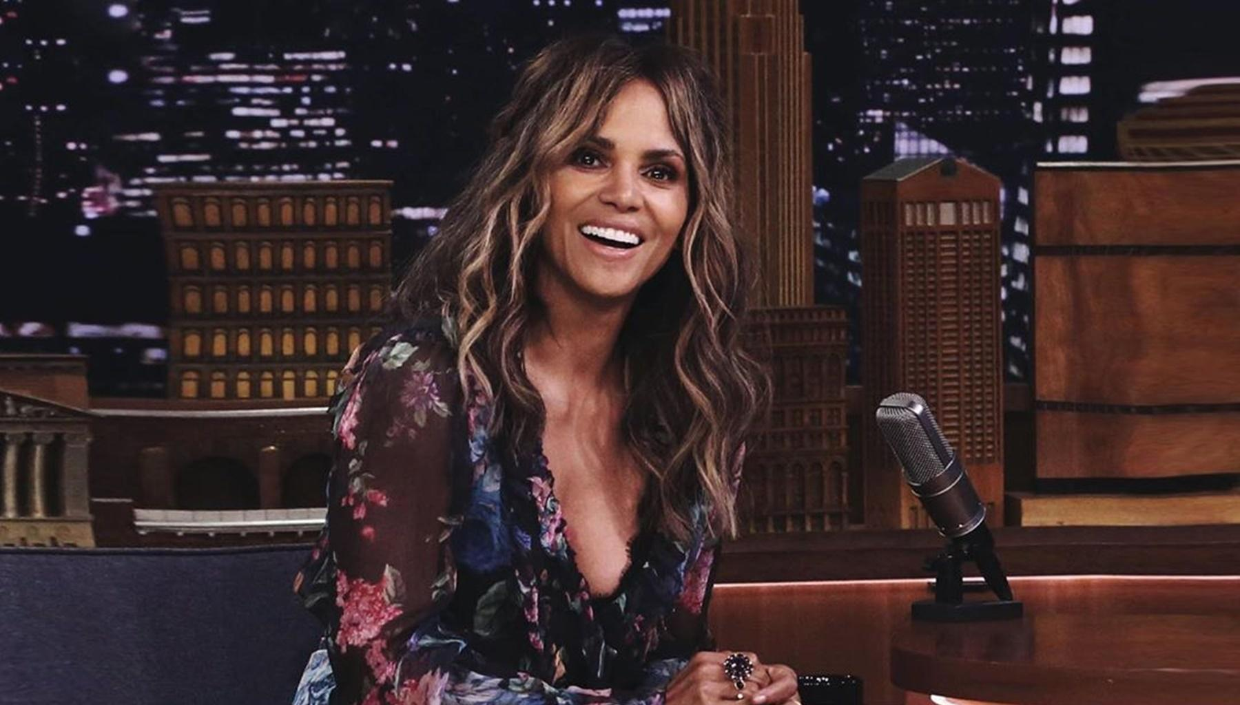 Halle Berry Breaks The Internet Again By Sharing Kiss With Lena Waithe, Hours After Doing It With This Picture