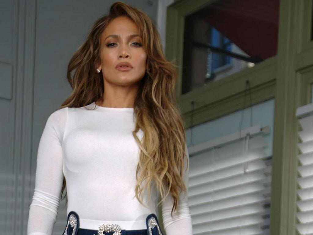 Jennifer Lopez Flaunts Toned Abs In Instagram Post That Has Fans Losing Their Minds