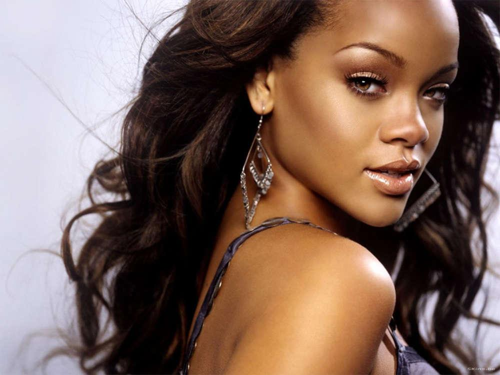 Rihanna About To Release Brand New Fashion Line To The Masses