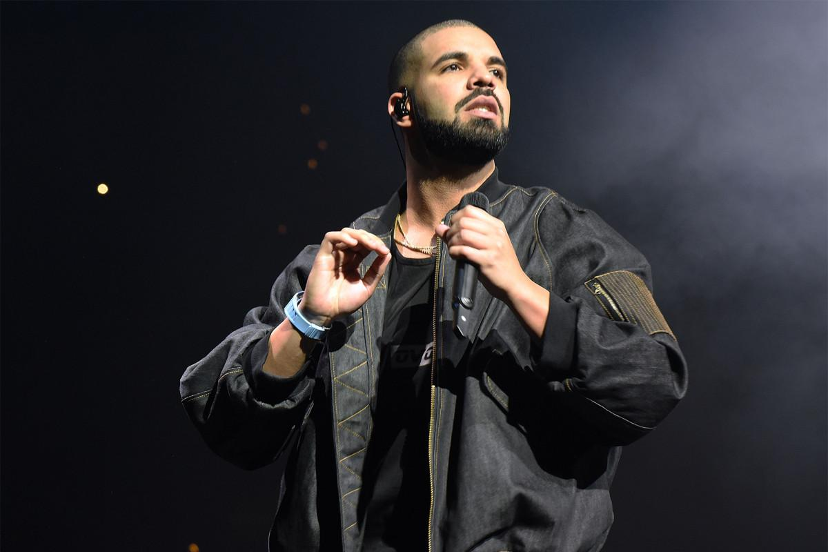Drake Shocks And Stuns Crowds After He Landed In The Bahamas For Vacation