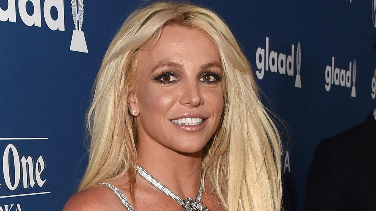 Britney Spears Fans Slam Her For Photoshopping Pic To Make Her Waist Look Smaller