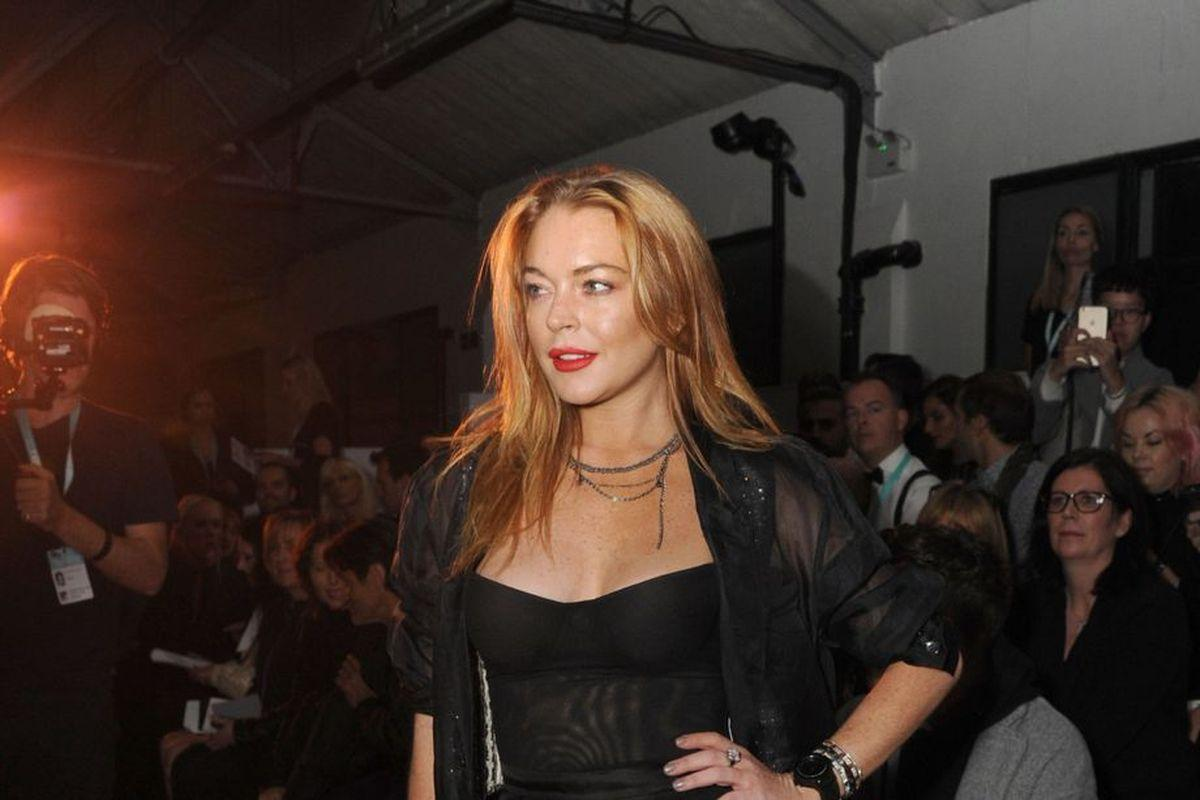 Lindsay Lohan Slams Reports About Her Tanked Reality Show And Closed Mykonos Club