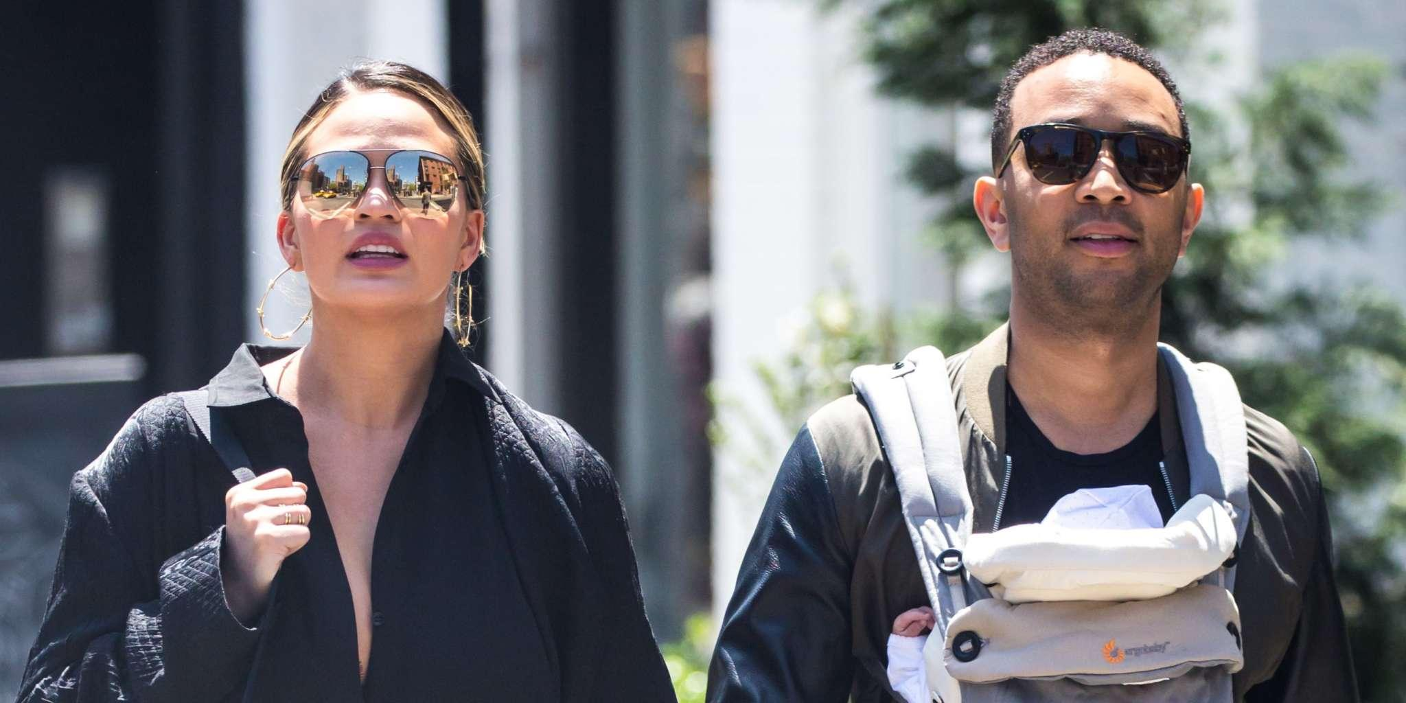 Chrissy Teigen And John Legend Are Posing With Their Kids And Fans Call Them The Most Unproblematic Couple