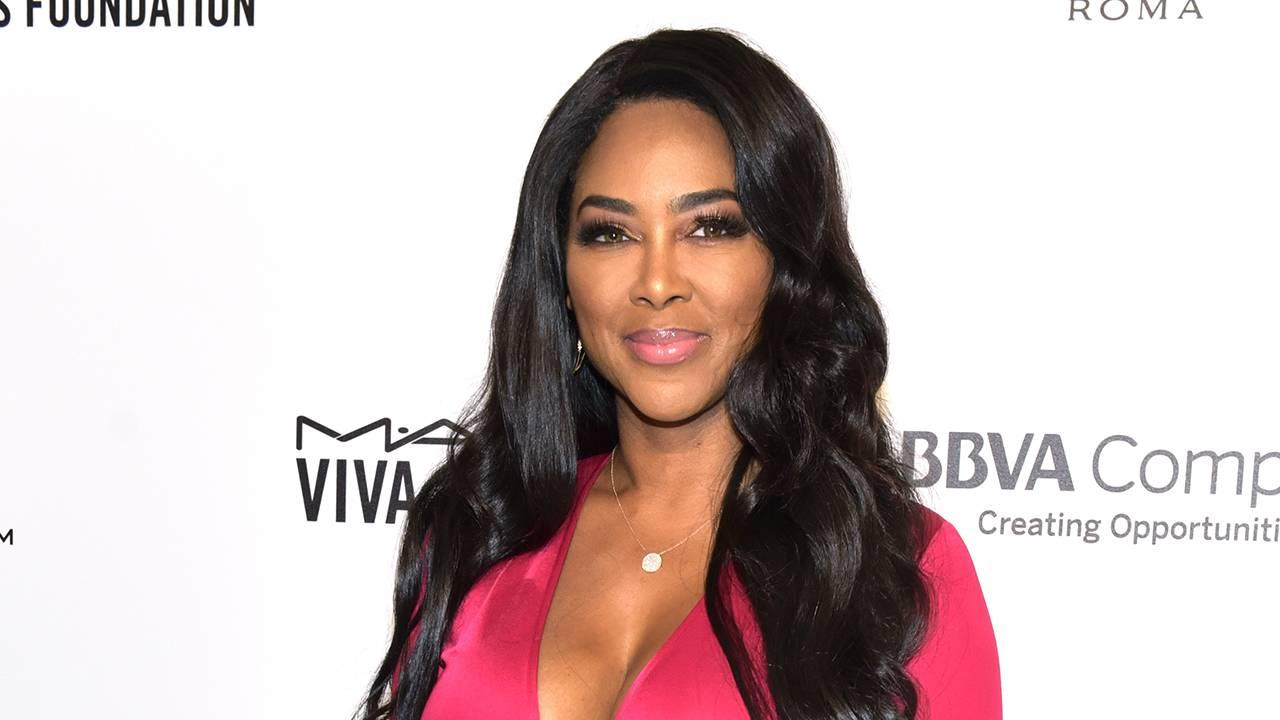 Kenya Moore Looks Incredible In Yellow Bathing Suit Just Months After Giving Birth - Check Out Her Six Pack!