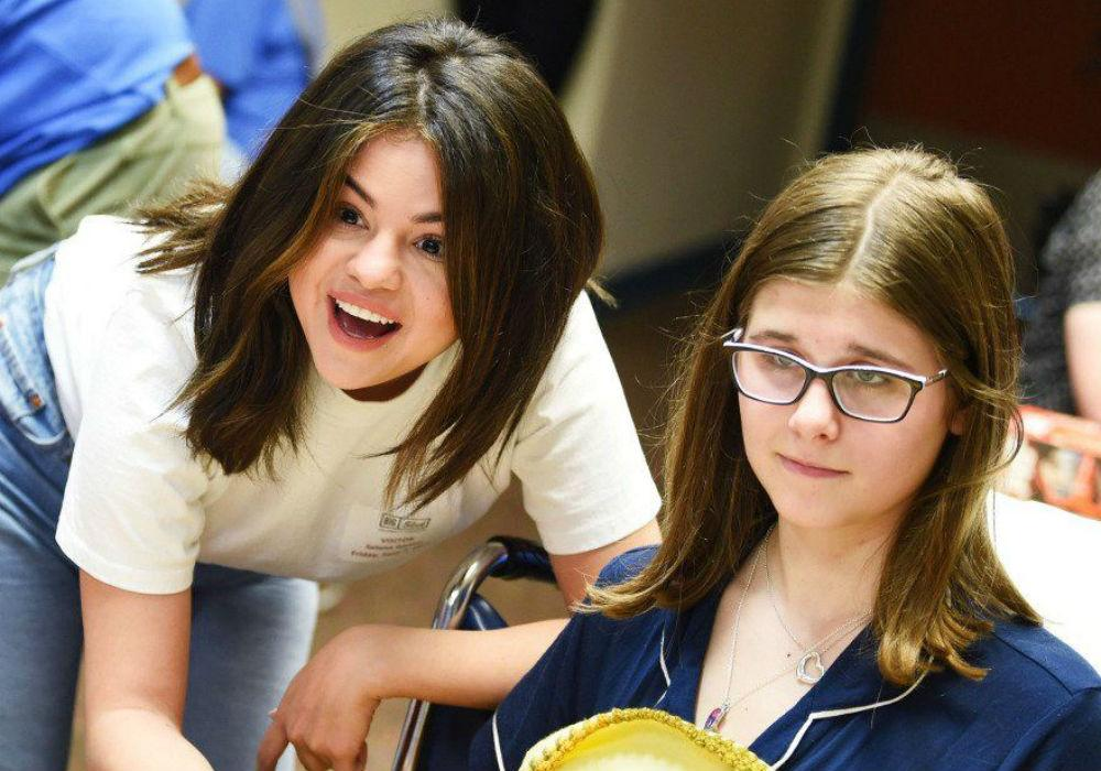 Selena Gomez Spreads Happiness At A Children's Hospital After Shading Justin Bieber On Instagram