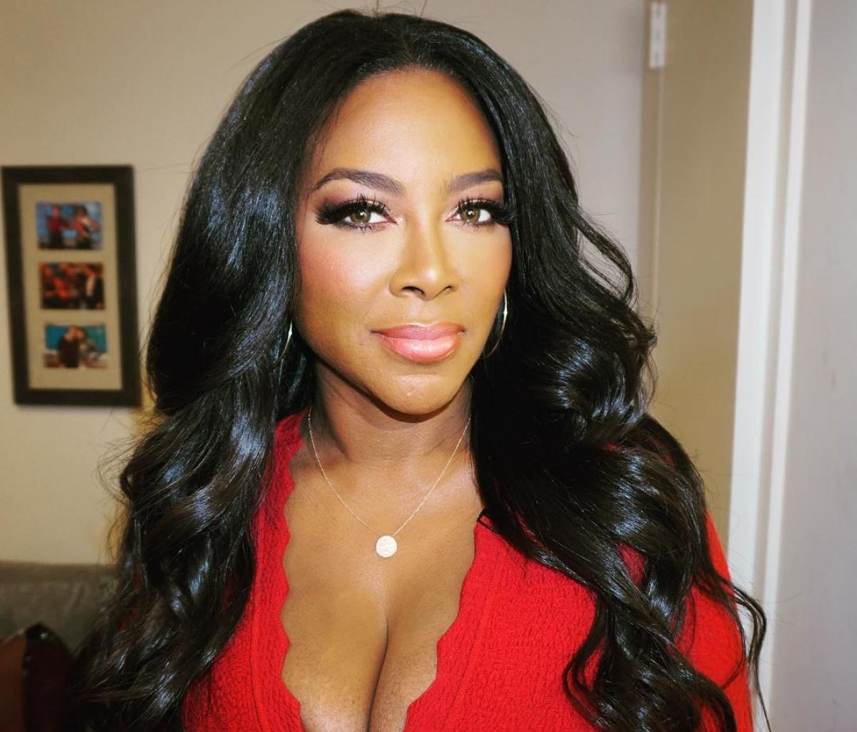Kenya Moore Shows Off Her Natural 24 Inches-Long, Super Thick And Healthy Hair While Promoting Her Hair Care Line - See The Video & Pics