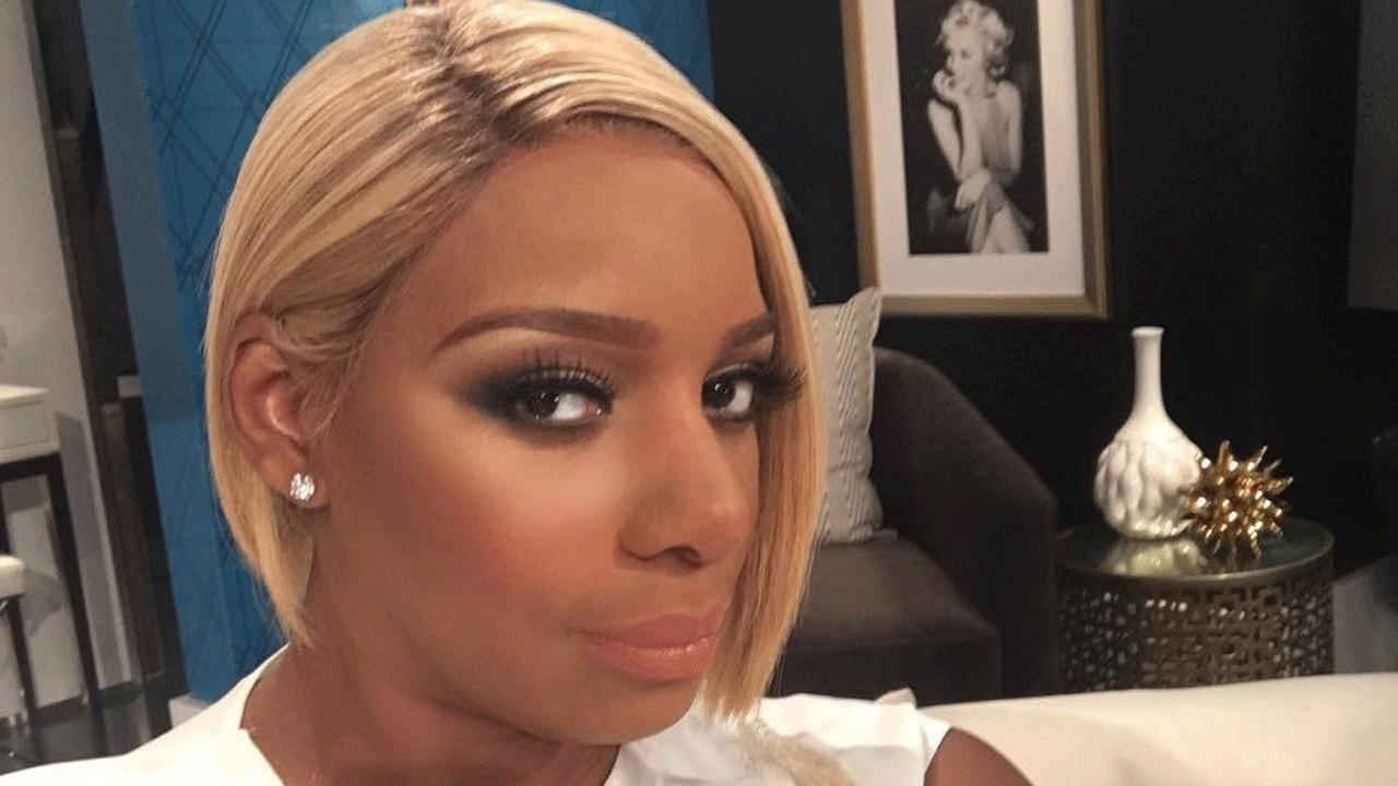 NeNe Leakes Shows Off Her Huge Cleavage But Fans Criticize Her For Wearing So Much Makeup By The Pool