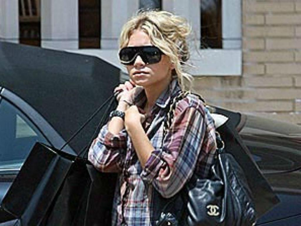 Ashley Olsen Sparks Engagement Rumors With New Bling - Is She Ready To Wed Boyfriend Louis Eisner