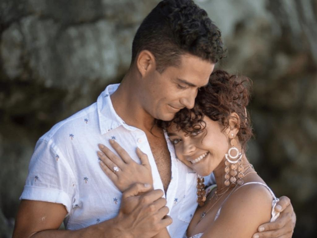 Social Media Explodes With Well Wishes For Sarah Hyland And Wells Adams Following Engagement