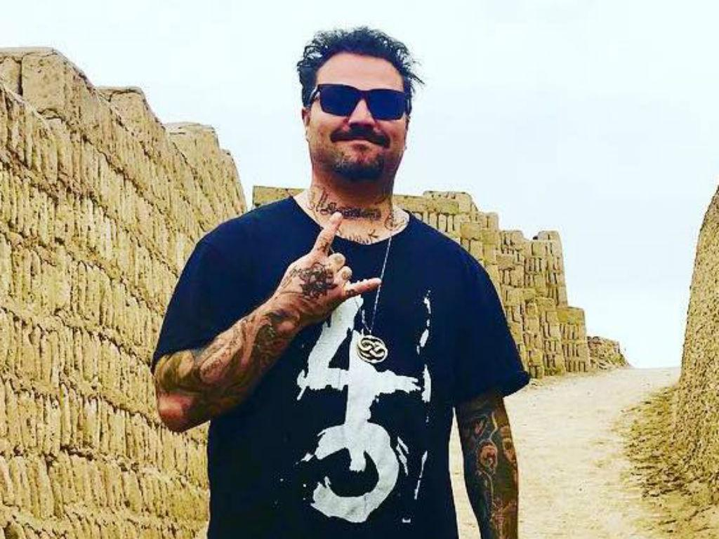 Bam Margera Public Meltdown Continues To Spiral  Out Of Control - Jackass Star Kicked Off Plane