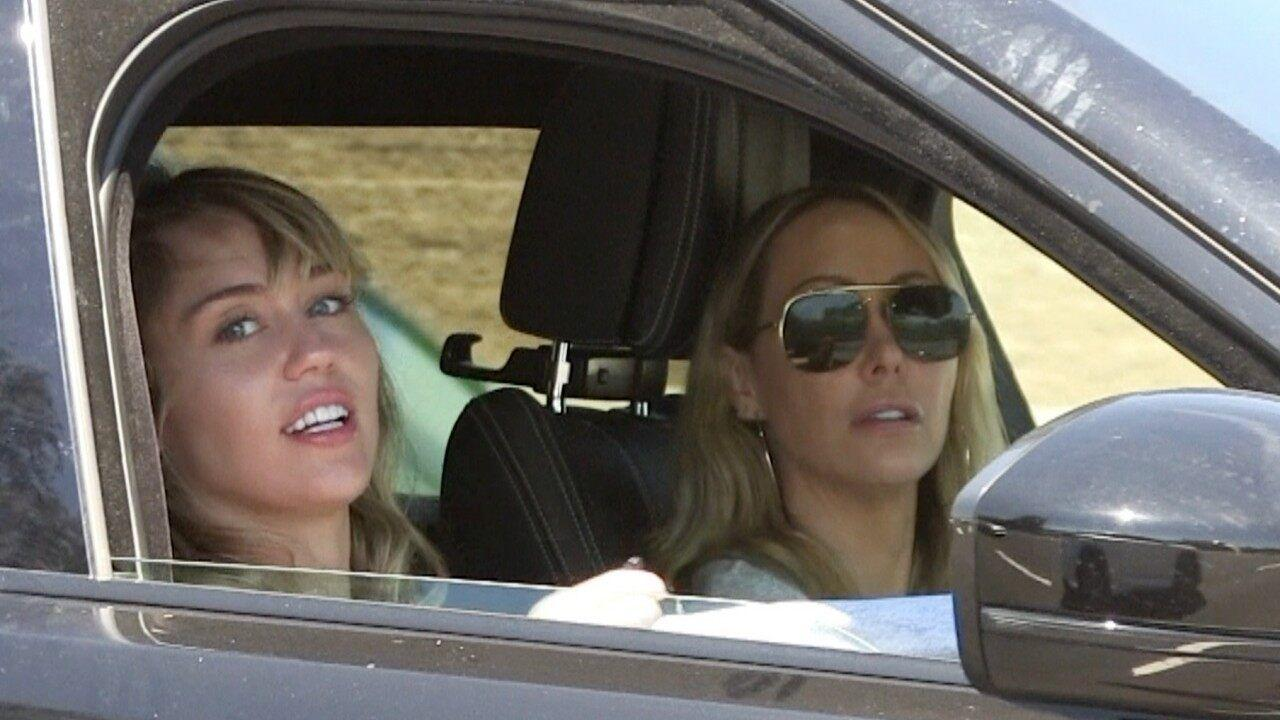 Miley Cyrus Photographed Having Lunch With Rumored Girlfriend Kaitlynn Carter Her Mom Tish