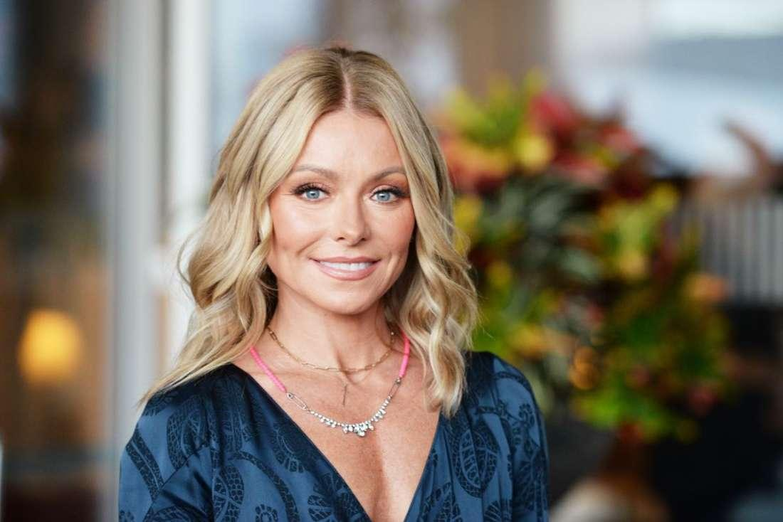 """Kelly Ripa Fires Back At Social Media Critic Who Claims Kelly Is The Cardboard Cut-Out Of """"Boringness"""""""