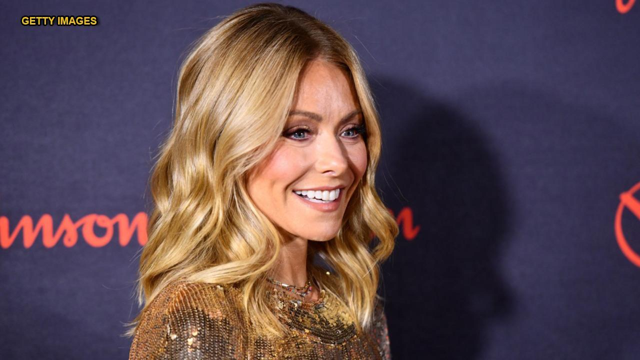Kelly Ripa Proves Her Great Ballet Skills In New Pic Of Her Balancing On Pointe Shoes