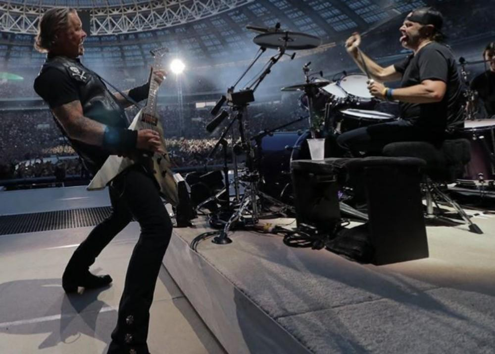 Metallica Has Been Used As Psychological Torture And Now A Woman Used Their Music To Ward Off A Cougar Attack