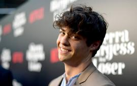 Noah Centineo Delivers Inspirational Speech About Bullying At The Teen Choice Awards
