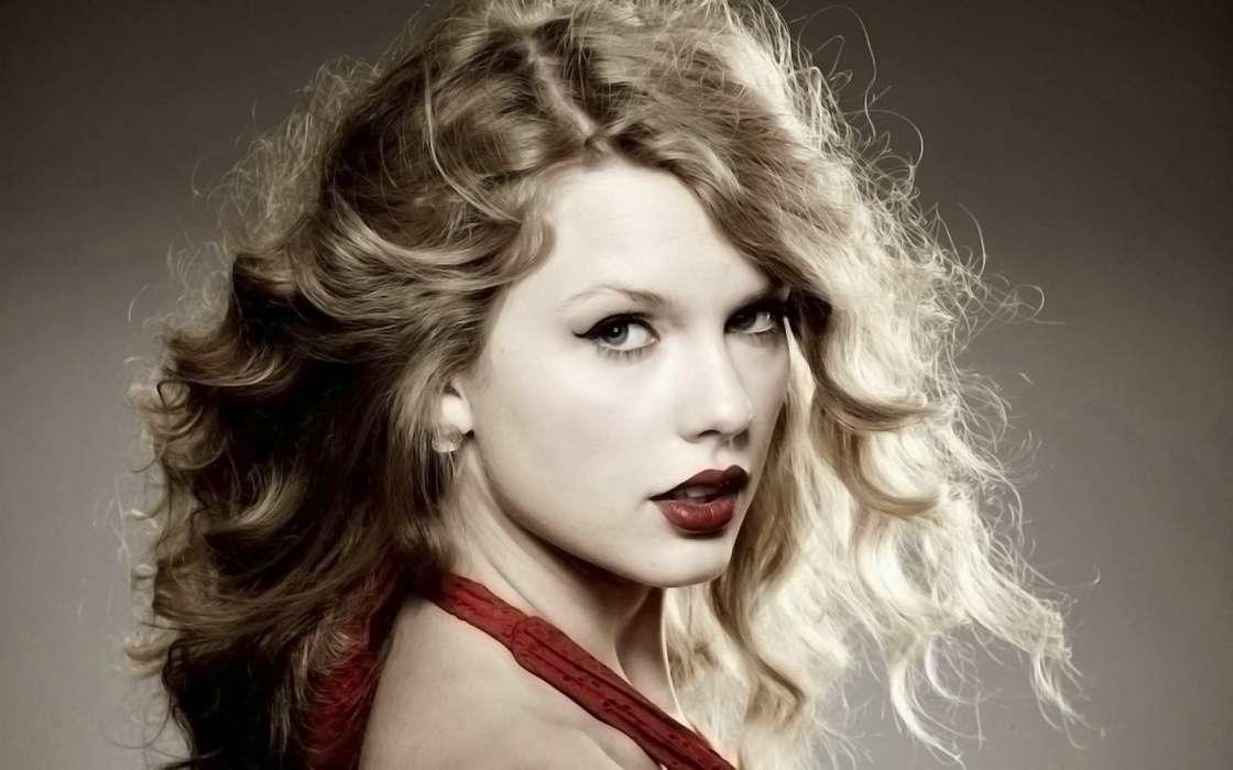Taylor Swift Is Up For 10 VMAs This Year - She Has More Than Enough Reasons To Dance