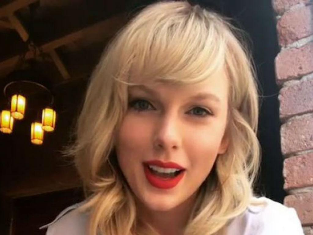 Twitter Goes Wild Over Viral Video Of 'Drunk' Taylor Swift Dancing And Lip-Syncing Her Song With Friends
