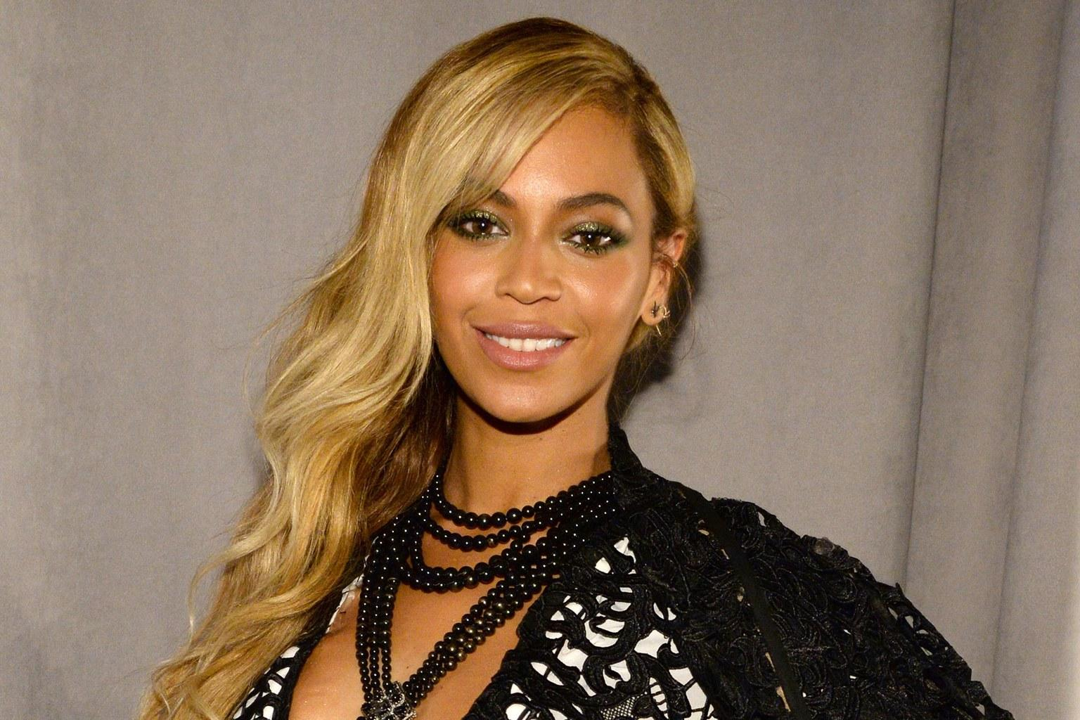 Beyonce Sparks Pregnancy Speculations With This Picture!