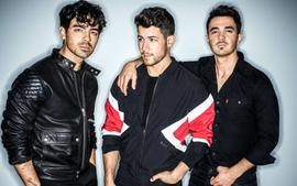 Jonas Brothers Deliver Inspirational Speech While Accepting The Decade Award At The Teen Choice Awards