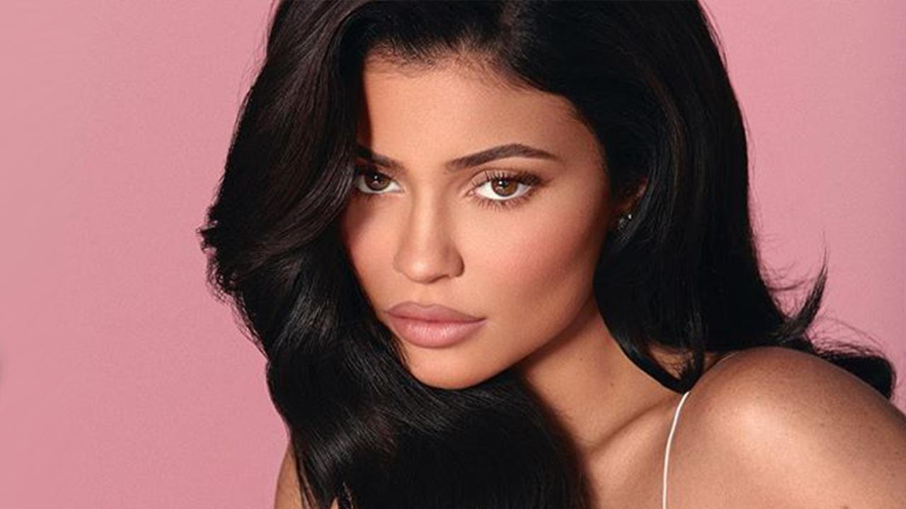 KUWK: Kylie Jenner Shows Off Her Makeup-Free Beauty On Vacation Ahead Of Her Birthday