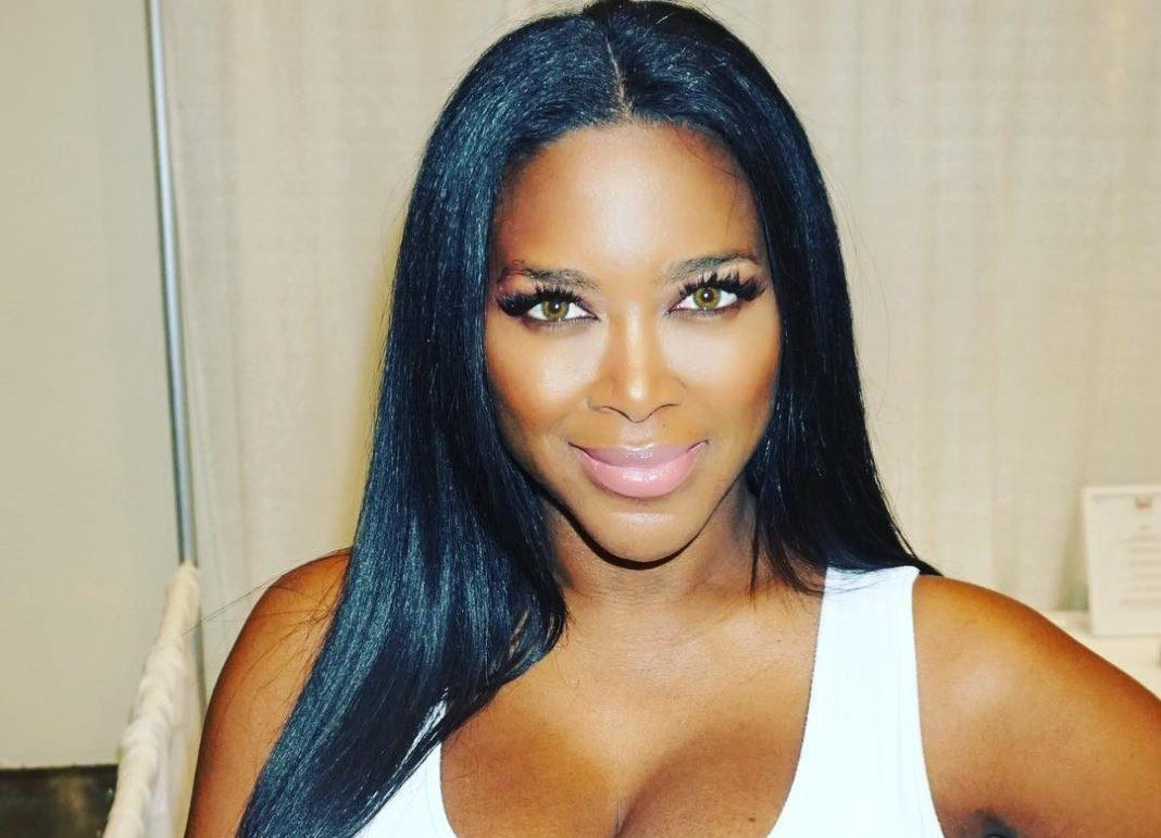Kenya Moore Shows Off Her Snatched Figure And Fans Are In Awe: 'Educated Woman With Class And Brains'