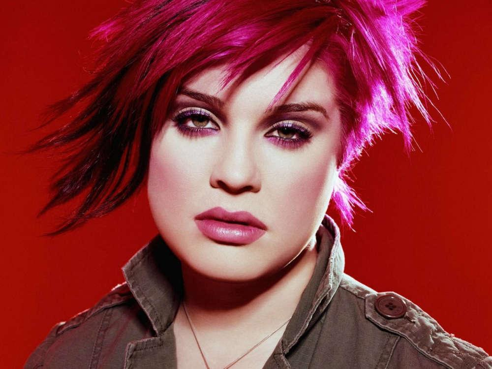 Kelly Osbourne Admits Hosting The Emmys Now That She's Sober Is Anxiety-Inducing