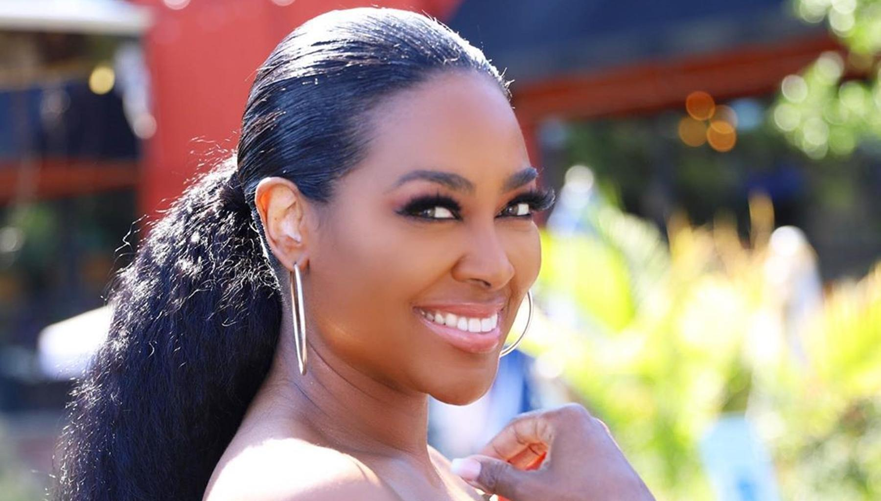 Kandi Burruss Supports Kenya Moore Following Her Breakup With Marc Daly - See Kenya's Gorgeous Photo With Brooklyn Daly