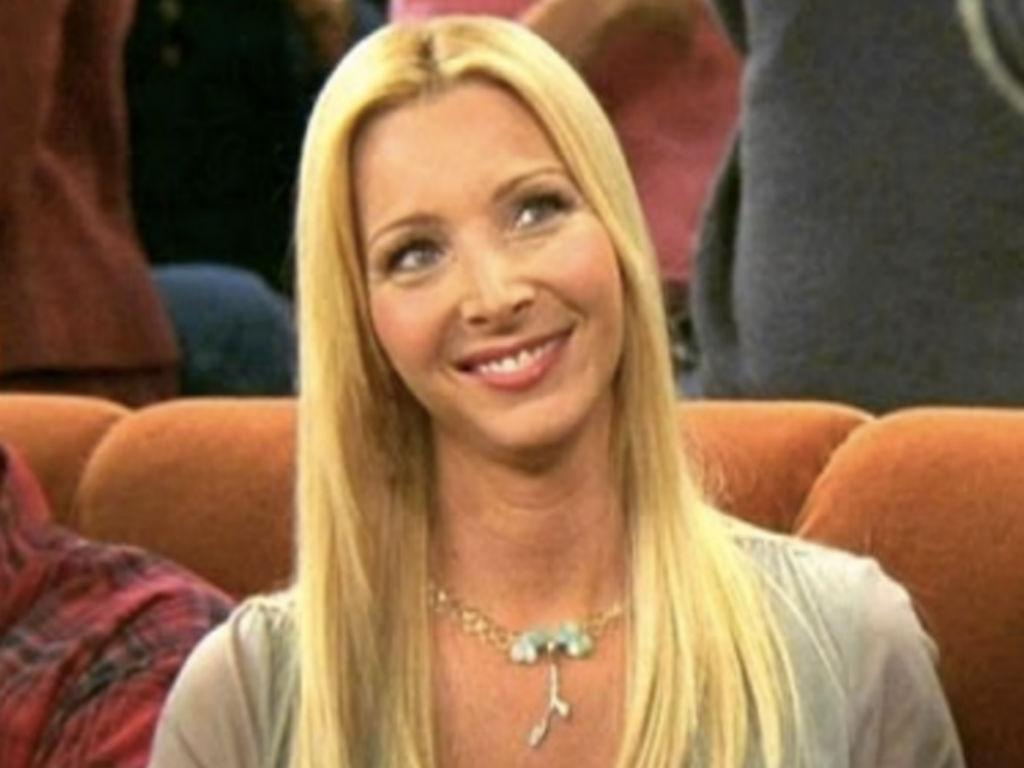 Lisa Kudrow Struggled Playing Phoebe She Credits Friends Costar For Giving Her A Much Needed Pep Talk