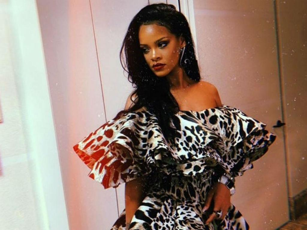 Fans Think Rihanna Is Pregnant With First Child – Here's Why
